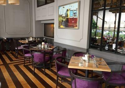 Маси с дъбови плотове, финиш лак, цвят прозрачно и венге - ресторант Грозд, София