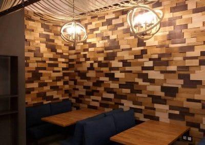 Дъбова обшивка в 3 цвята, 3 ширини на елементите и 2 дебелини по порект на архитектурно студио Karch, ресторант Cante