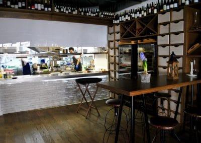Маси с дъбови плотове, лакирани в цвят по мостра - ресторант Андре, София, ул. Ок. път 3