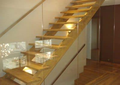 """Дъбова стълба със стъпала цял ламел, качество Натюр, обработка """"Прозрачен лак"""""""