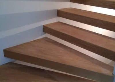 Дъбови стъпала върхи метална конструкция затворена от всички страни, качество Селект, омаслени/Solid oak stairs over a metal construction, oiled