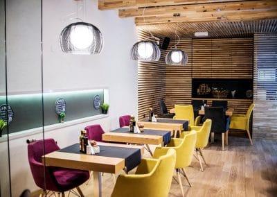 "Дъбова ламперия 40 х 20 мм, качество Рустик, омаслена в цвят ""Натурал"" - ресторант La Storia, Благоевград"