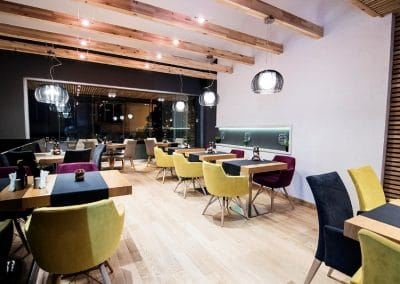 Дюшеме дъб 150 х 20 х 600 - 2000 мм, качество Селект, цвят Натурал, лак мат, ресторант La Storia гр. Благоевград