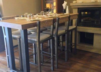 """Дъбова маса с метални крака, омаслена в цвят """"Палисандър"""" - Суши бар, ул Денкоглу 18"""