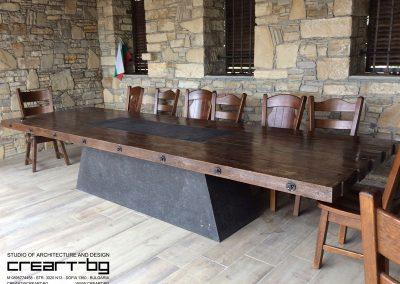 Дъбова маса по проект на студио Creart