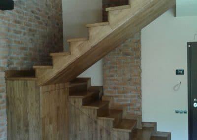 Дъбови стъпала цял ламел Рустик и цялостно облицоване на метална стълбищна конструкция, омаслени, цвят Античен дъб