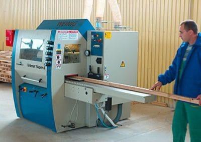 Четиристранно-обработваща машинa