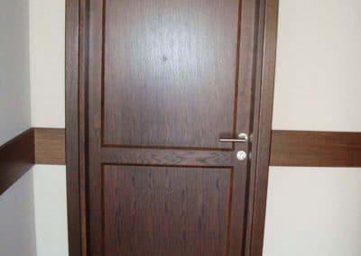 """Врата дъб масив и MDF фурнир дъб, лакирана в цвят """"Мока"""" - хотел Regnum, гр. Банско"""