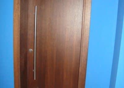 Гладка врата от фурнирован МДФ, омаслена цвят Ироко